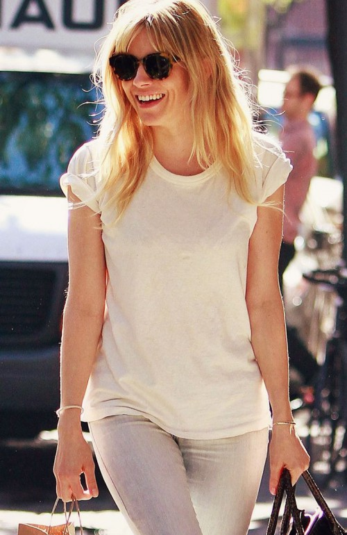 Sienna Miller, blogger, White T-shirt, tshirt, tee shirt, actress, model, singer, hot, celebrity