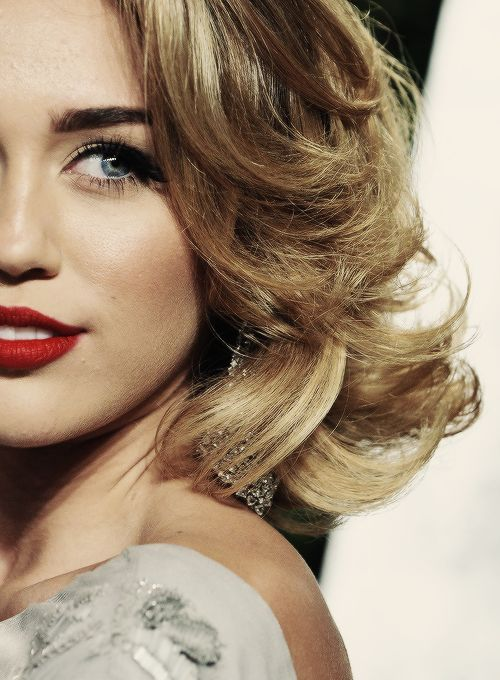 Miley Cyrus, red lips, red lipstick, sexy, actress, model, top model, hollywood, fashion, make up, Dresslikeabitch.com, dress like a bitch