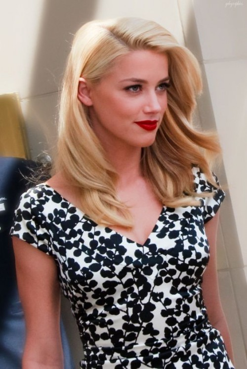 Amber Heard, red lips, red lipstick, sexy, actress, model, top model, hollywood, fashion, make up, Dresslikeabitch.com, dress like a bitch