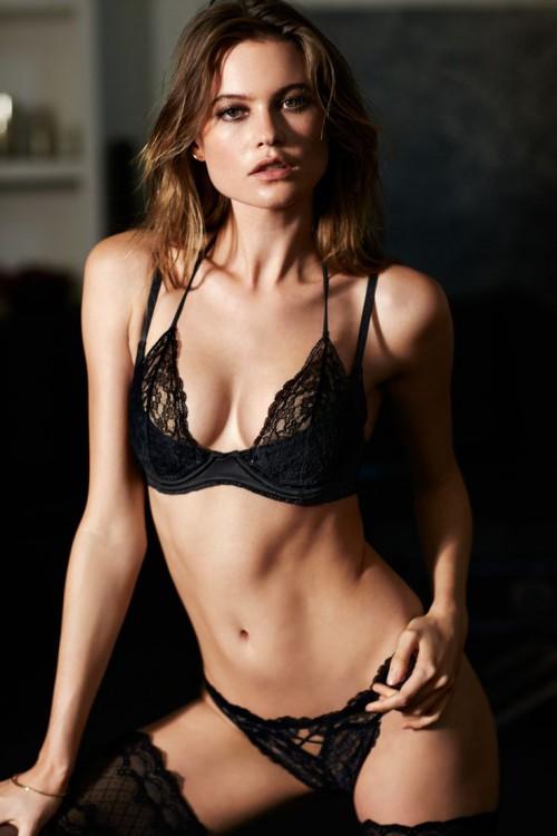 Victoria's Secret Halter Plunge Bra & Cheekini Panty