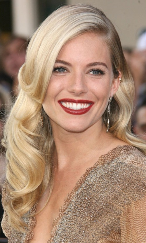 Sienna Miller, red lips, red lipstick, sexy, actress, model, top model, hollywood, fashion, make up, Dresslikeabitch.com, dress like a bitch
