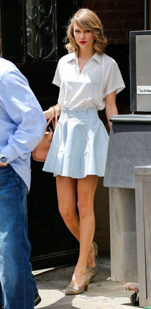 Taylor Swift, Skirt, Fashion, Model, Hollywood, Blogger, Actress, Singer, Shoes, Make up, Sunglasses, Dress, Legs, High Hills, Woman, Celebrity, Street Style.